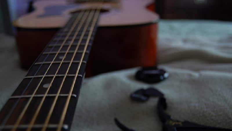 gitar_alat_musik