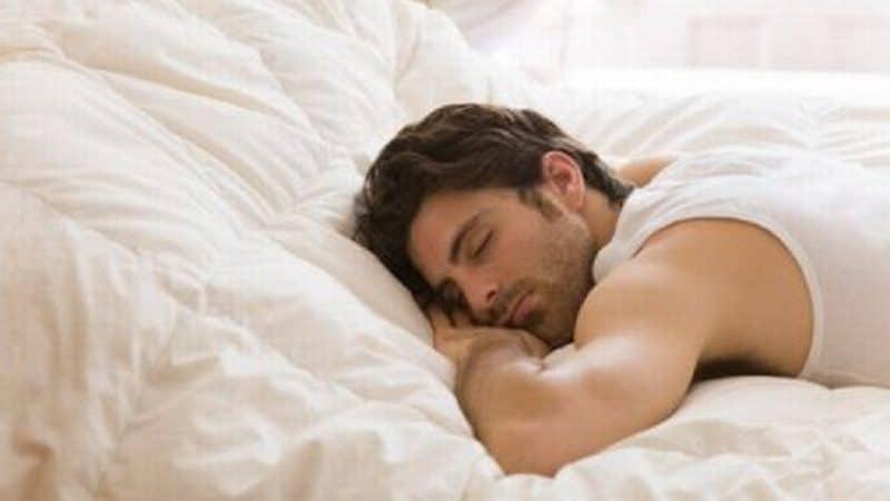 Hasil gambar untuk tidur tengkurap