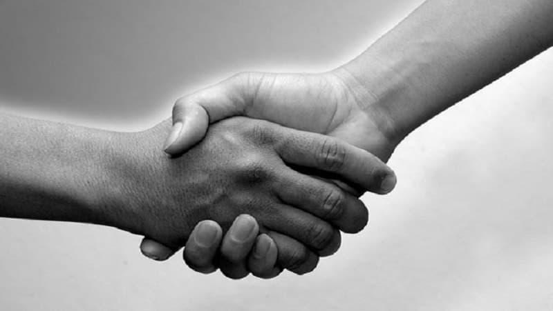 berjabat_tangan_wanita