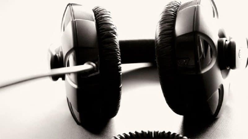 mendengar_musik