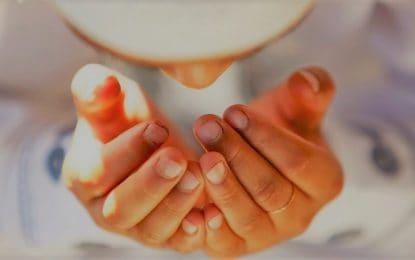 Dua Cara Mengangkat Tangan Ketika Berdoa