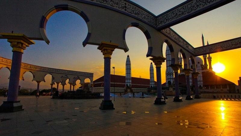 menuggu_shalat_berjamaah