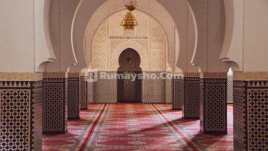 Jangan lupa masuk masjid dengan menghormatinya lewat shalat tahiyatul masjid.